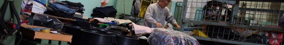 La raccolta organizzata degli indumenti e stracci attraverso il cassonetto e  le casse mobili 329689f9929