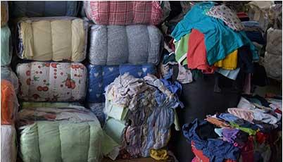 Preparazione ed imballaggio. 4 gennaio 2018. Gli indumenti usati prima di  essere disposti per la ... a8fff949983