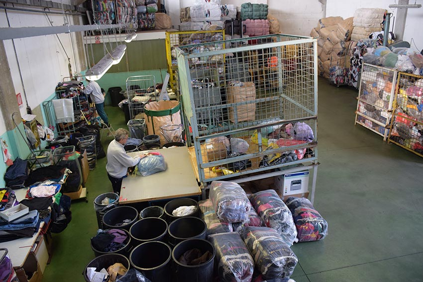 Abiti o indumenti usati e pezzame o stracci per la pulizia. Il PEZZAMIFICIO  G.M. ... 8d94be507bc